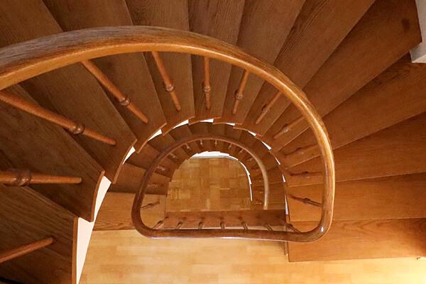 Immobiliengeschichten: Wendeltreppe aus Holz